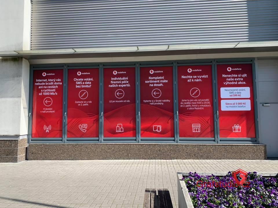 reklamní polep výlohy Vodafone Most